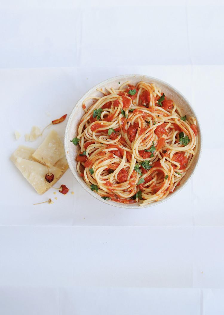Photo spaghetti à l'huile d'olive ail piment