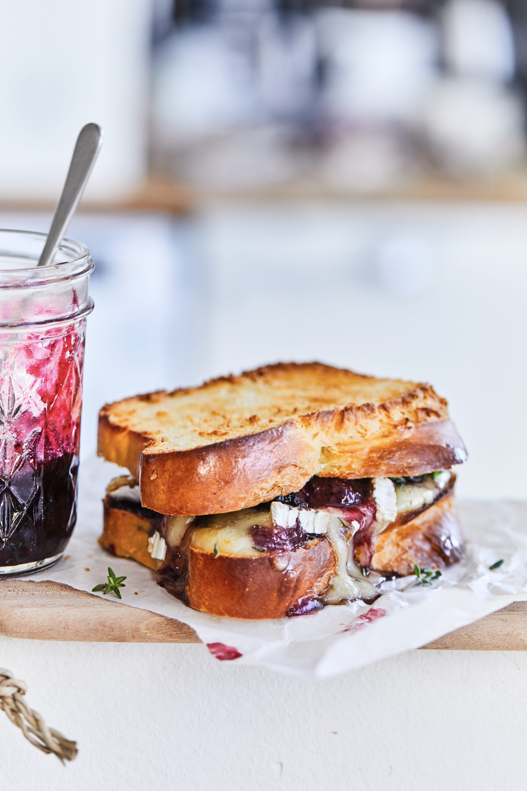 photo sandwich brioche toast brie cerise